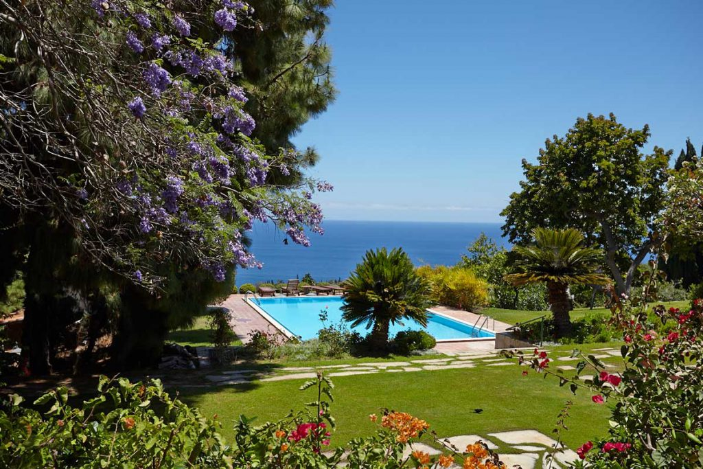 heated pool with panoramic view (La Gomera)